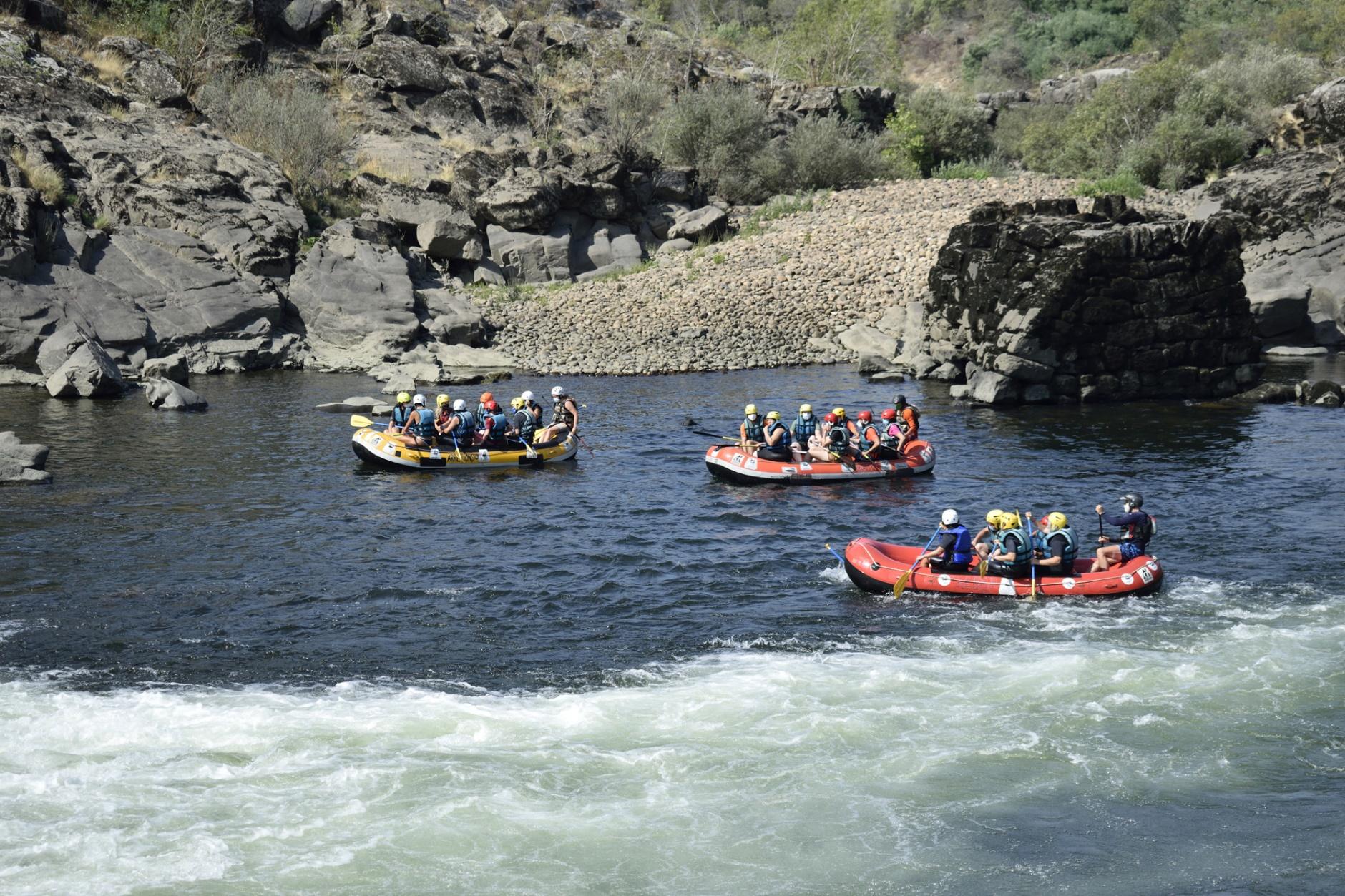 Descenso do río Miño en balsa